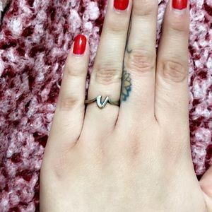 """James Avery """"V"""" Initial Ring"""